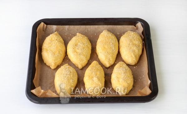 Заготовки пирожков на противне