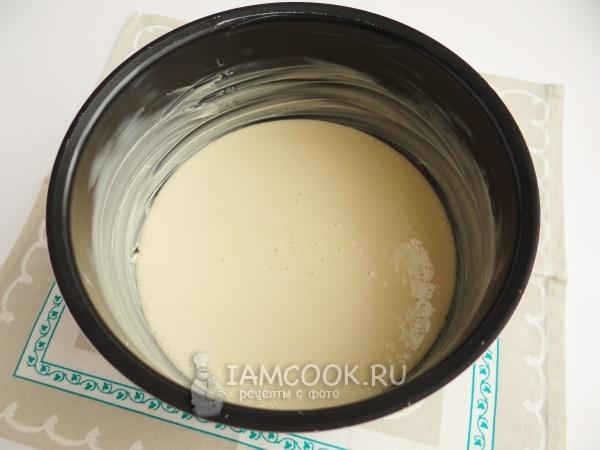 Перелить тесто в чашу