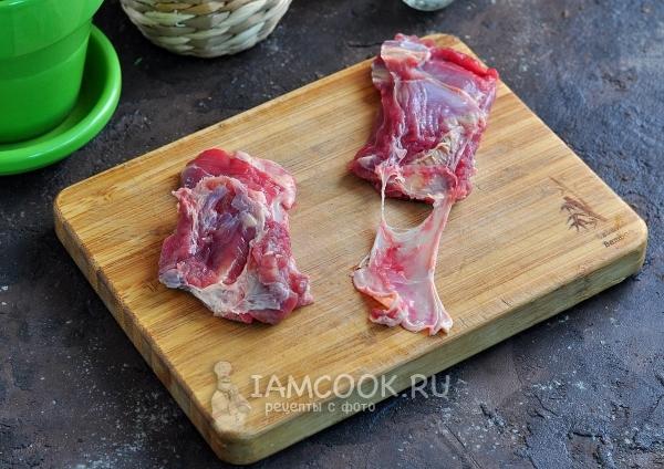 Убрать с мяса пленку