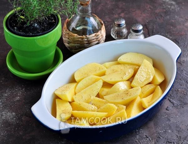 Выложить в форму картофель