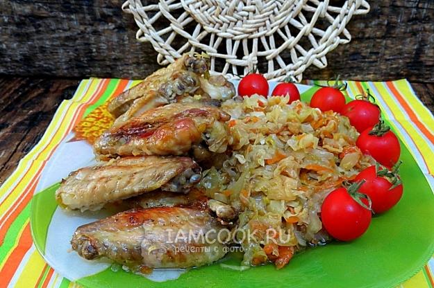 Рецепт ленивого ужина из капусты и куриных крыльев