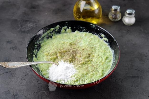 Всыпать соль, перец и разрыхлитель