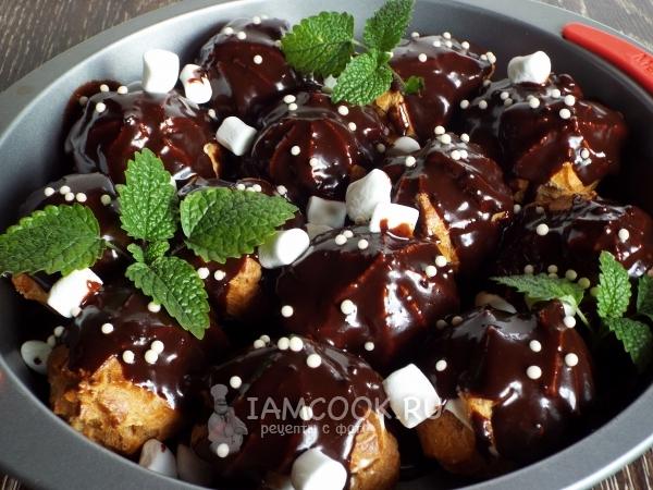 Профитроли в шоколадном соусе — рецепт с фото пошагово