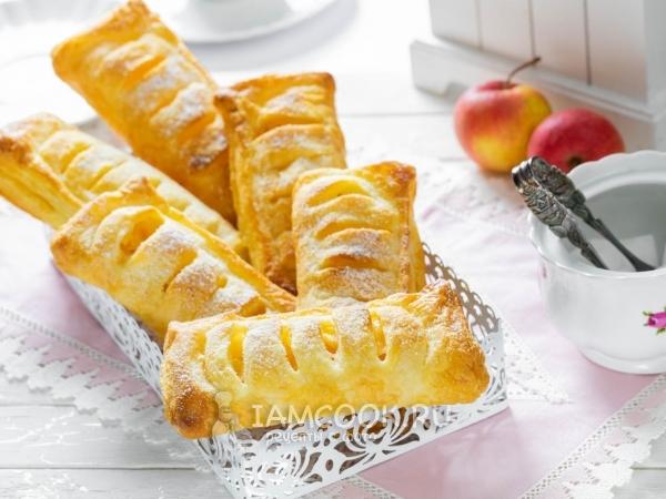 Слойки с яблоками из слоеного теста — рецепт с фото пошагово