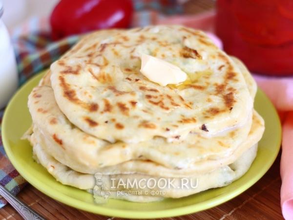 Хачапури с творогом и сыром на сковороде — рецепт с фото пошагово