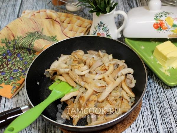 Жареные сыроежки с луком — рецепт с фото пошагово