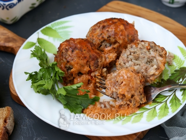 Тефтели в сметанно-томатном соусе в духовке — рецепт с фото пошагово