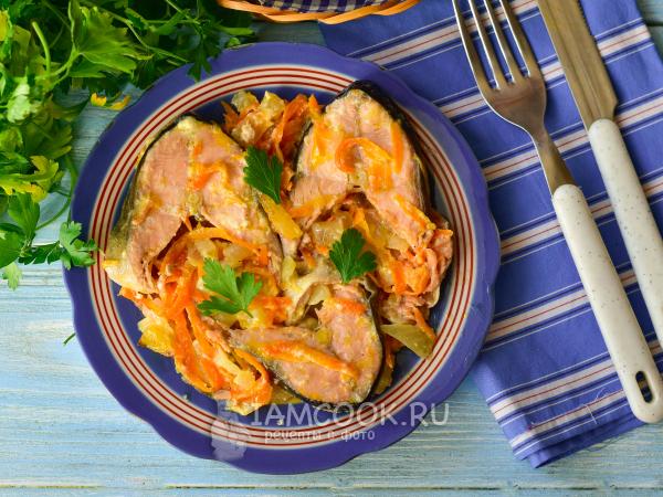 Горбуша с луком и морковью на сковороде — рецепт с фото пошагово