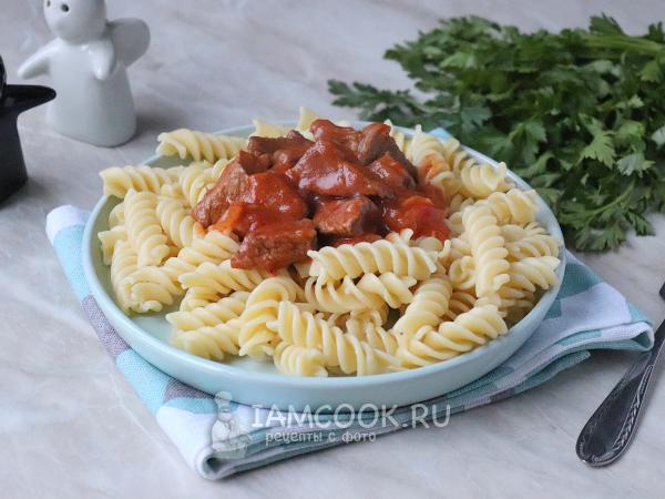 Гуляш из говядины с макаронами — рецепт с фото пошагово