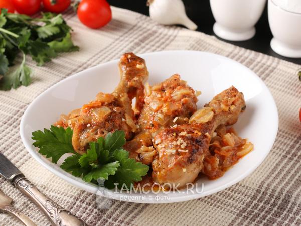 Куриные голени в томатном соке с овощами в сковороде — рецепт с фото пошагово
