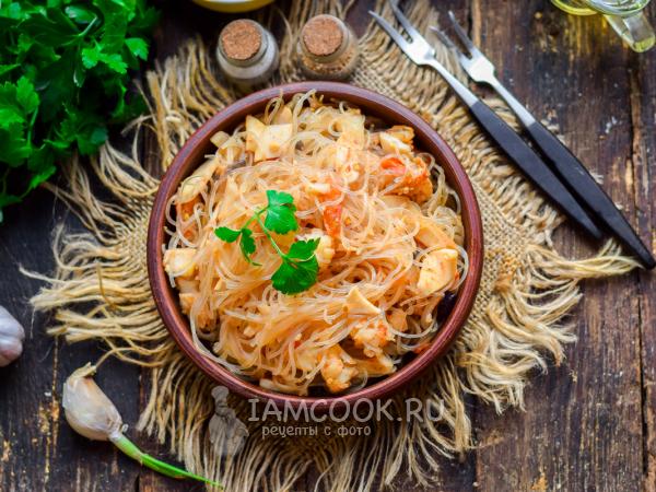 Фунчоза с креветками и кальмарами на сковороде — рецепт с фото пошагово