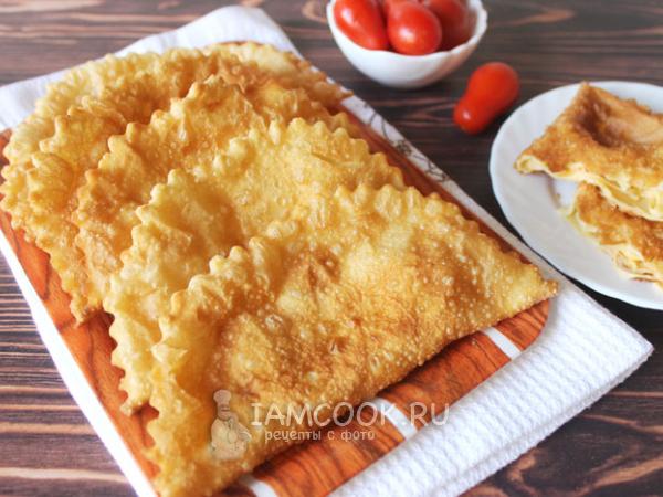 Чебуреки с сыром и помидорами — рецепт с фото пошагово