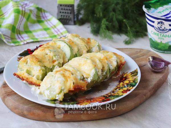 Кабачки, запечённые с сыром и сметаной в духовке — рецепт с фото пошагово