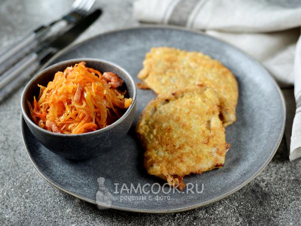 Тушеная квашеная капуста с беконом — рецепт с фото пошагово