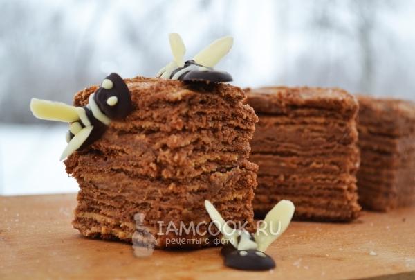Фото торта медовика «Пчелка»