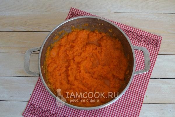 Пюрировать яблоки с морковью