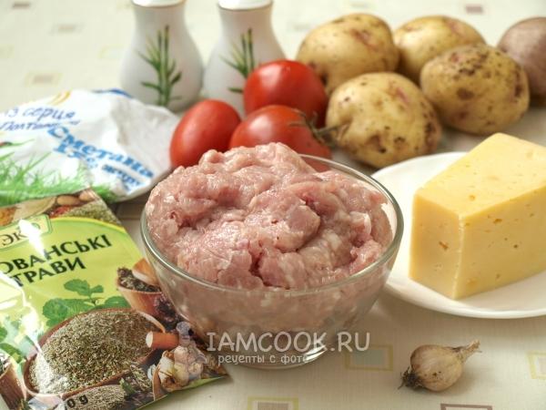Ингредиенты для картошки с фаршем и помидорами в духовке