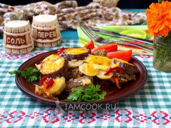 Рецепт мяса с баклажанами и картошкой в духовке