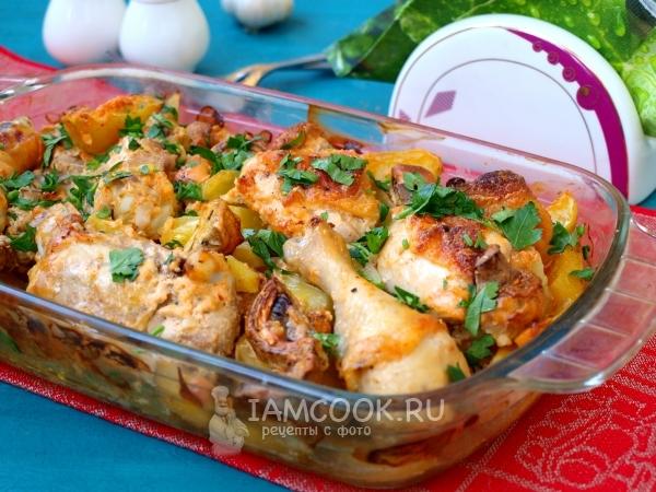 Фото картошки с курицей и грибами в духовке