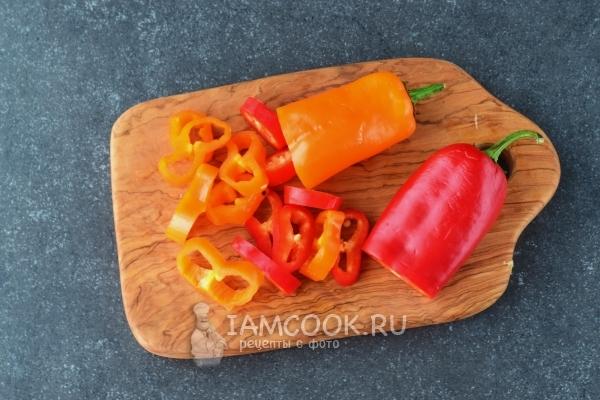 Нарезаем болгарский перец