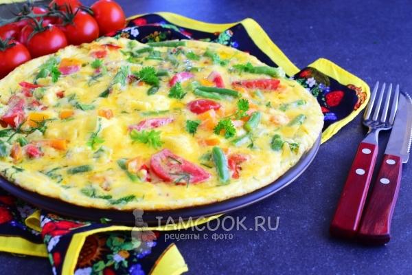 Фото омлета с овощами на сковороде