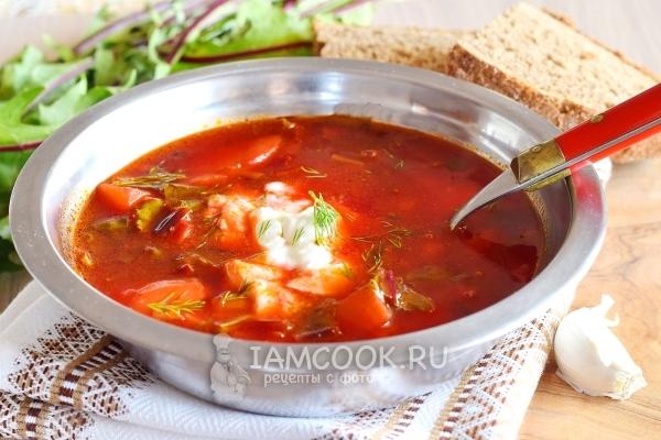 Готовый суп со свекольной ботвой