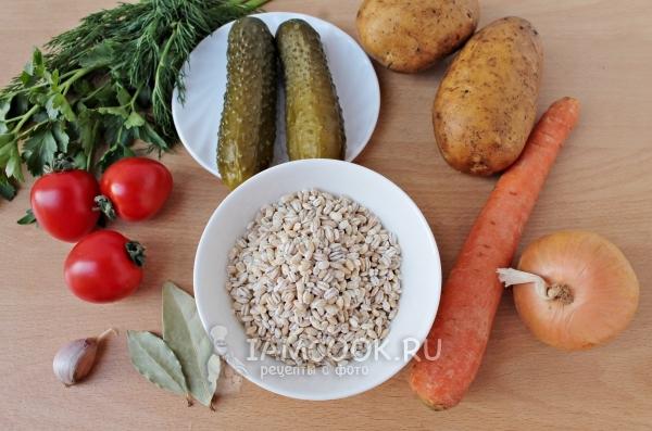 Ингредиенты для постного рассольника с перловкой и солеными огурцами