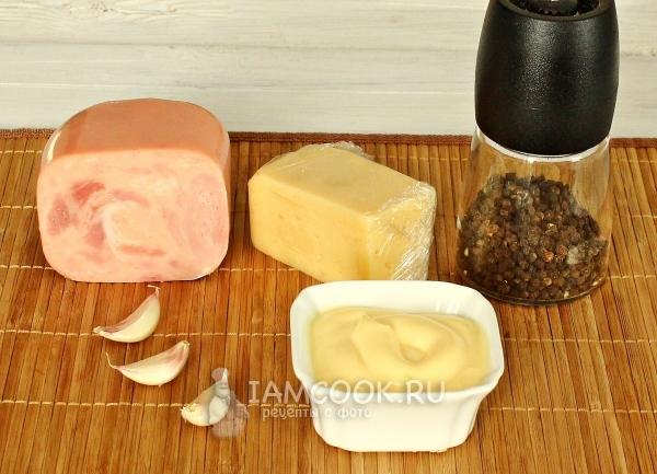 Ингредиенты для рулетиков с ветчиной, сыром и чесноком