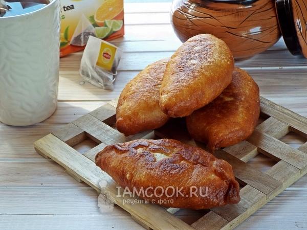 Рецепт пирожков на кефире с дрожжами на сковороде