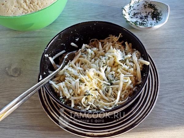 Смешать сыр с чесноком и зеленью