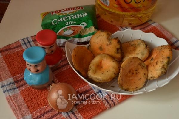 Ингредиенты для жареных рыжиков в сметане