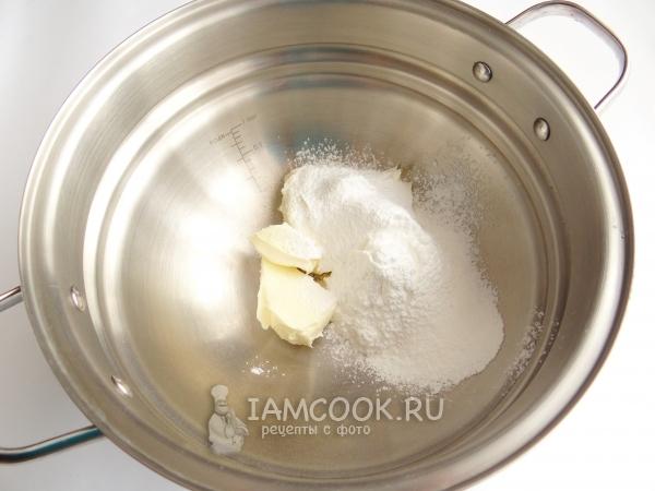 Соединить масло и сахарную пудру