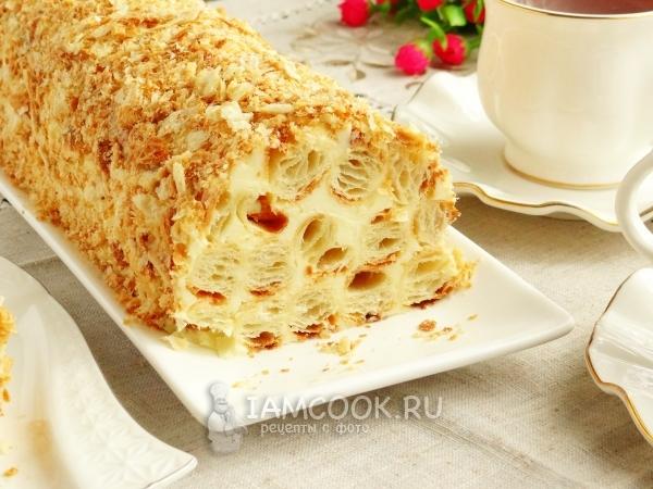 Разрез торта «Полено» из слоеного теста со сгущенкой