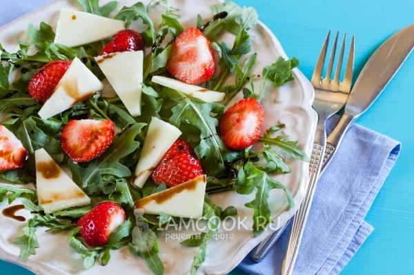 Рецепт салата с клубникой и рукколой