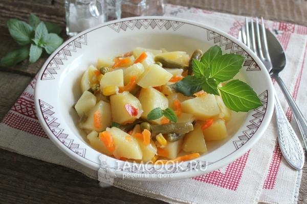 Фото тушеной картошки с овощами в мультиварке