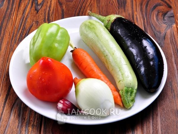 Ингредиенты для овощного рагу с баклажанами и кабачками в мультиварке