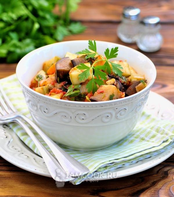 Фото овощного рагу с баклажанами и кабачками в мультиварке