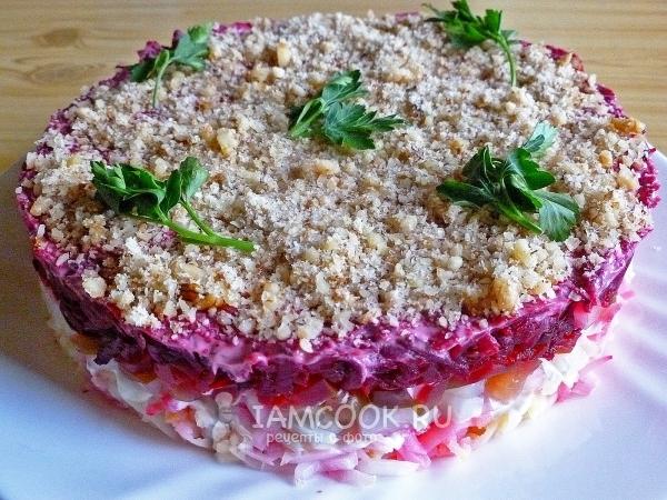 Рецепт слоеного салата со свеклой и солеными огурцами