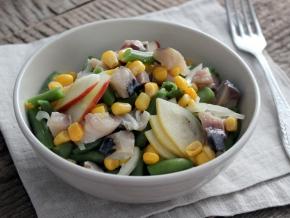 Салат с тунцом яйцом и авокадо новые фото