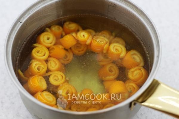 Корки апельсиновые в сотейнике