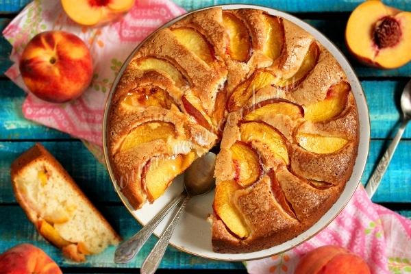 Пирог со свежими персиками, фото