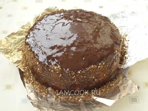 Полить торт шоколадом