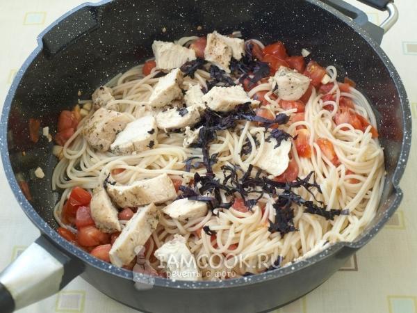 Добавить мясо и базилик