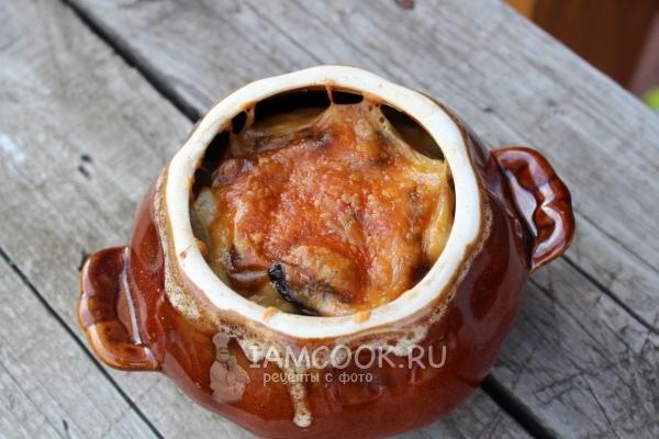 Готовое мясо в горшочках