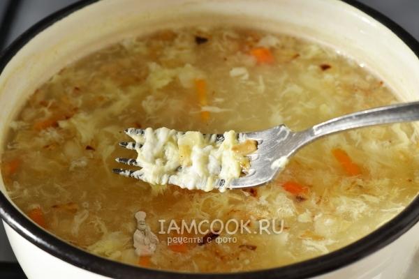 Готовый суп с яйцом