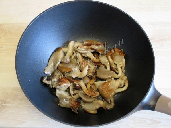 Жареные грибы вешенки