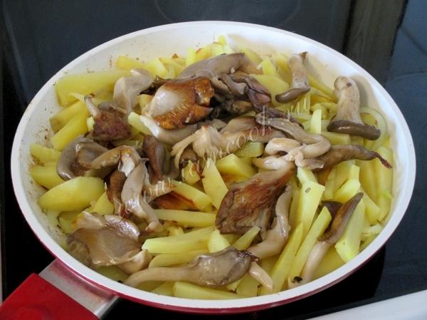 Картошка с жареными вешенками