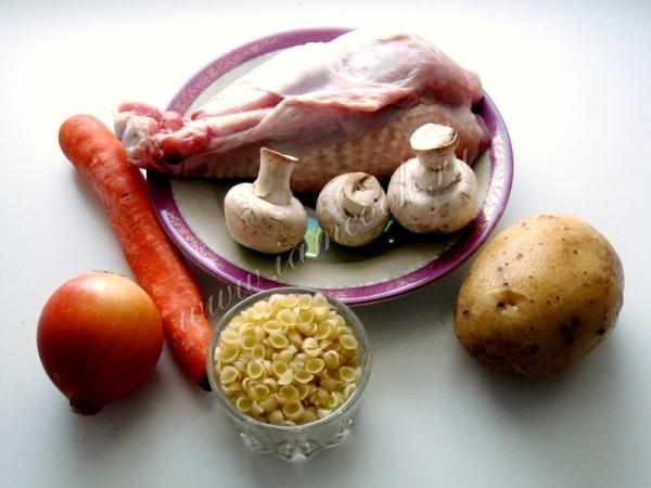 Ингредиенты для супа с индейкой и макаронами