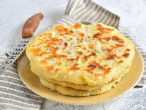 Вкусные лепешки на кефире на сковороде с колбасой — pic 4