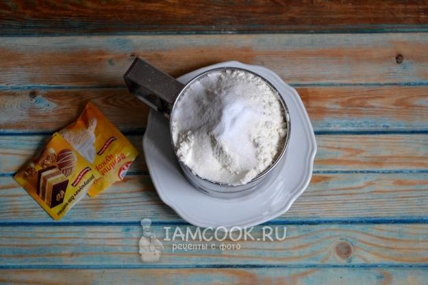Соединить муку, сахар и разрыхлитель